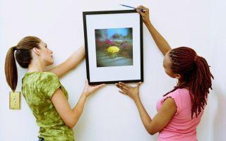 Как красиво повесить картину на стену у себя дома