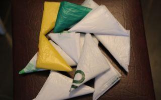 Как компактно и аккуратно сложить целлофановые пакеты