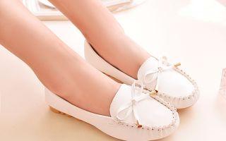Как мыть и чистить светлую обувь, советы по уходу