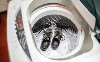 Можно ли стирать обувь в стиральной машине и как это правильно делать