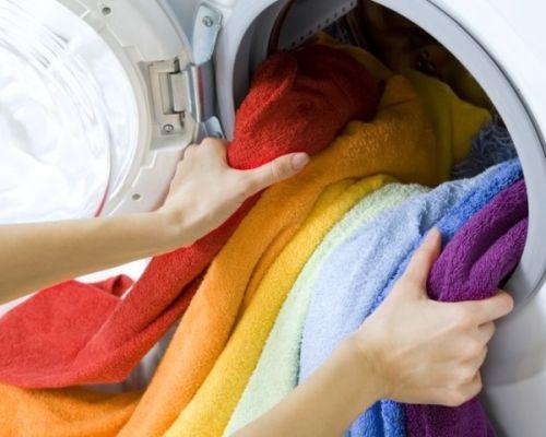 Как стирать линяющие вещи, чтобы они не потеряли цвет