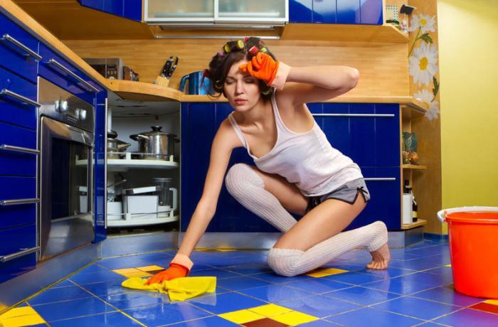 Мятье пола на кухне
