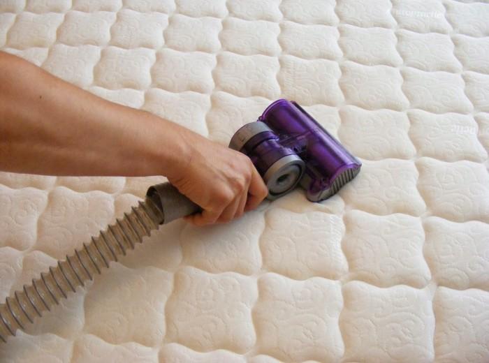 Удаление пыли с одеял и подушек