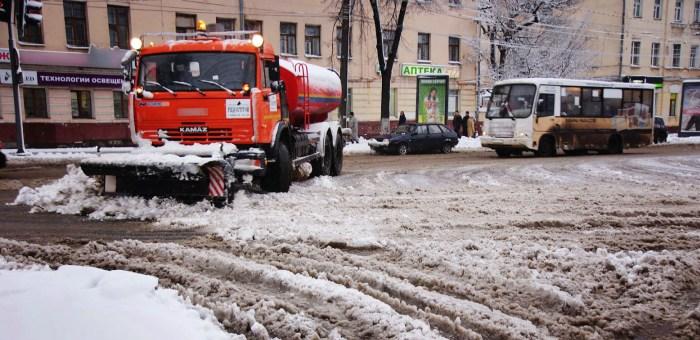 Уборка снега на улицах города
