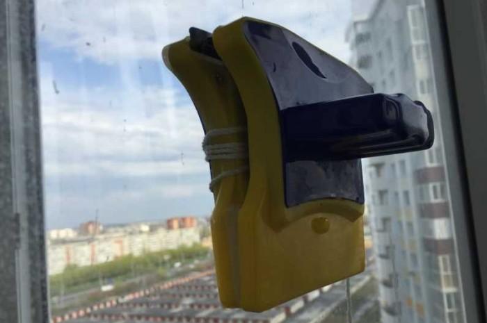 Устройство для мытья окон в многоэтажных зданиях