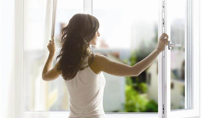 Утренняя уборка, открываем окна