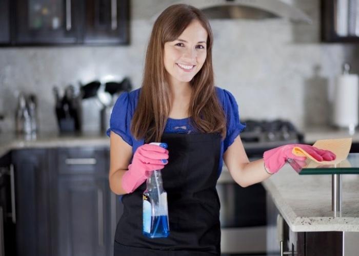 Удобная верхняя одежда для уборки дома