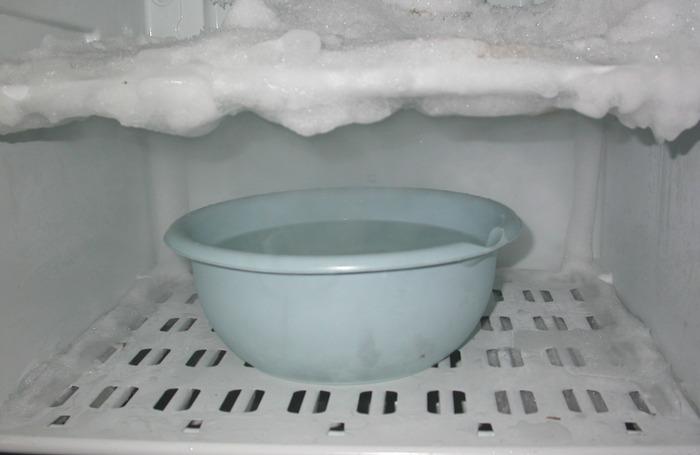 Огромные сосульки на холодильнике