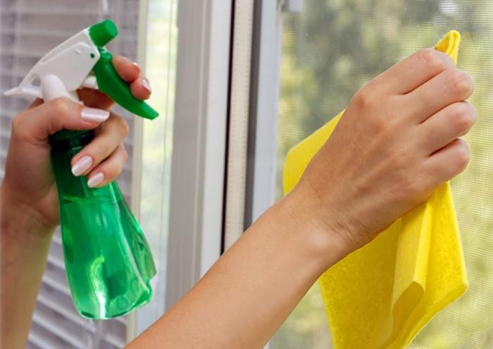 Мытье окон с бытовой химией