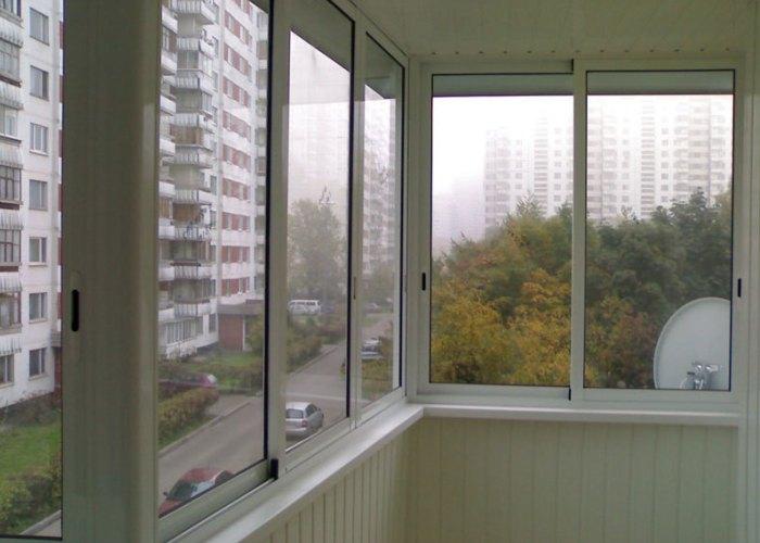 Пустой балкон в квартире