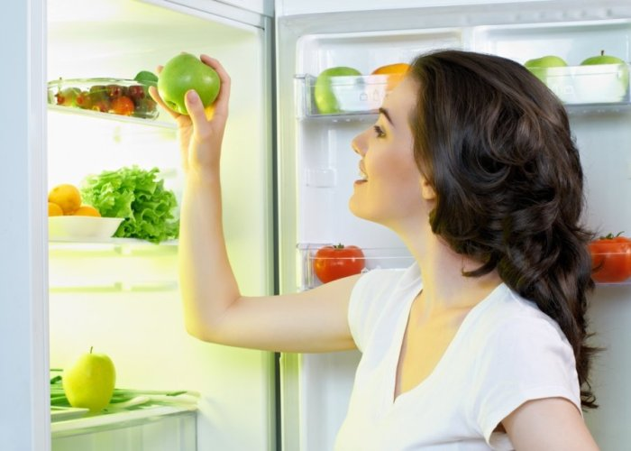 Чистый холодильник у опытной хозяйки
