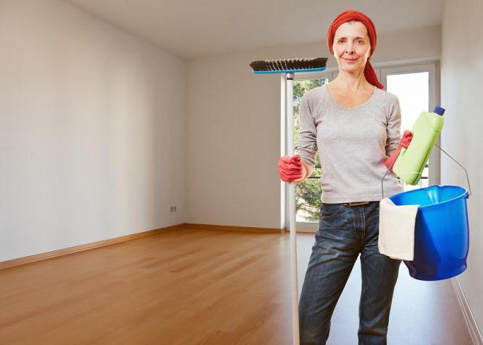 Уборка пустой комнаты в квартире