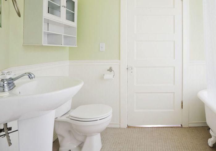 Чистая ванная и туалет