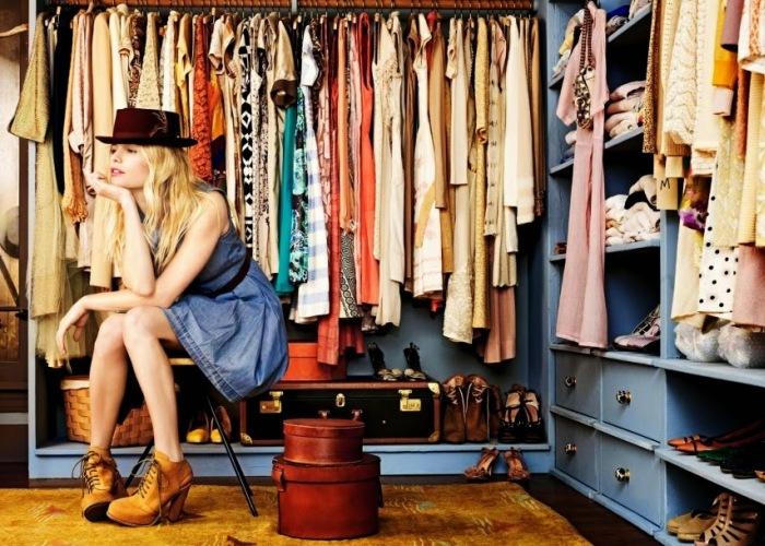 Множество вещей в шкафу