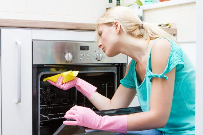 Мытье бытовых приборов на кухне