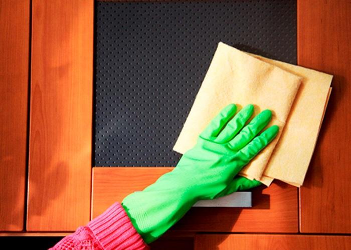 Одевайте во время уборки резиновые перчатки