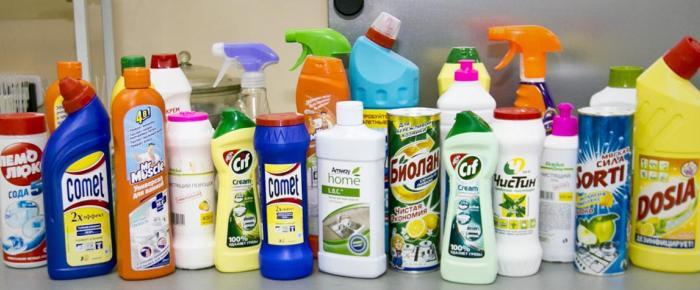 Ассортимент моющих средств бытовой химии