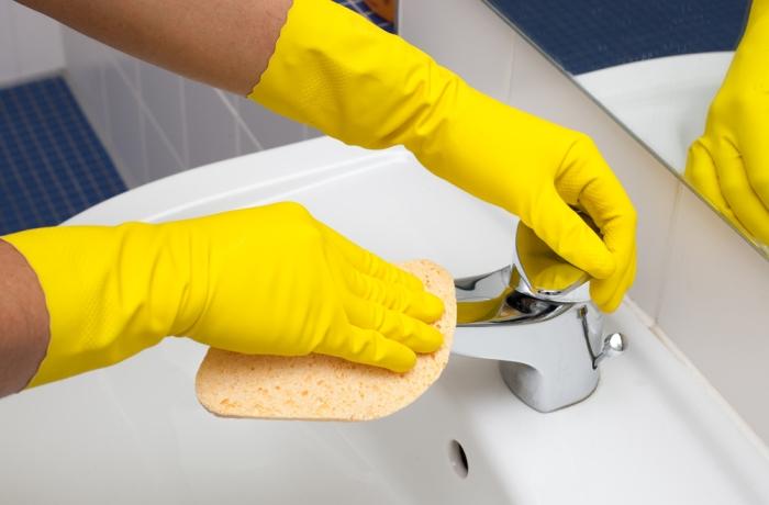 Использование уксуса для мытья сантехники