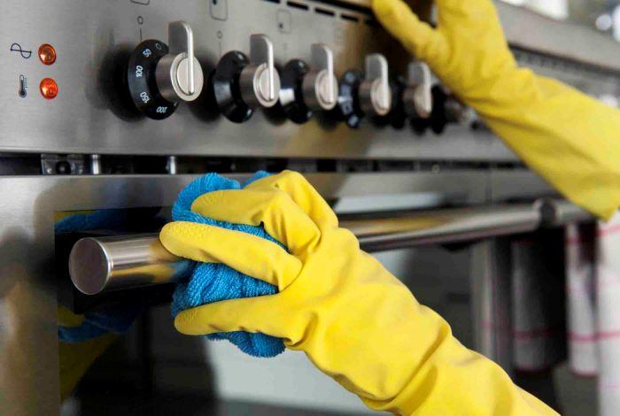 Бытовые приборы металлического цвета быстро загрязняются