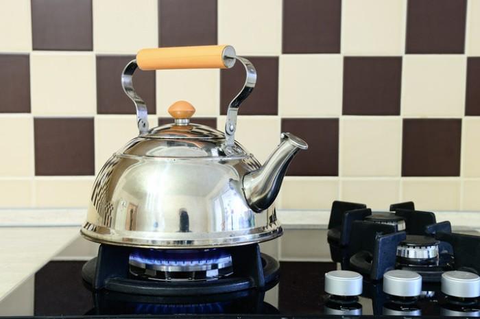 Кипячение воды в стальном чайнике