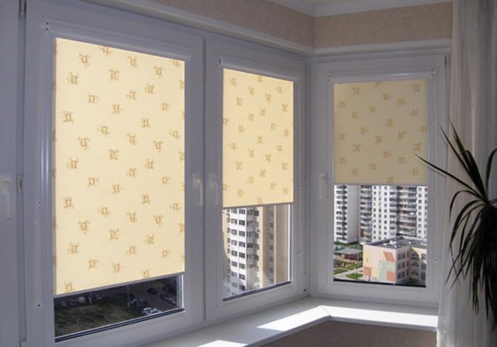 Для каждого стекла отдельный рулон ткани