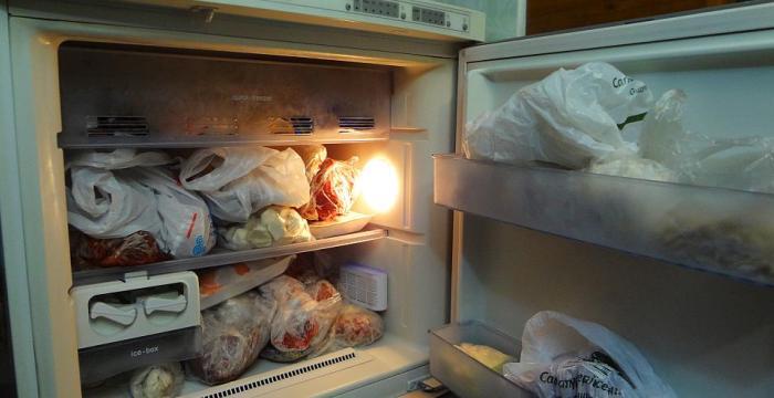 Классически неправильное хранение продуктов в морозилке