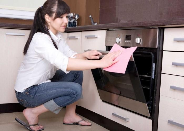 Чистка и мытье духового шкафа на кухне