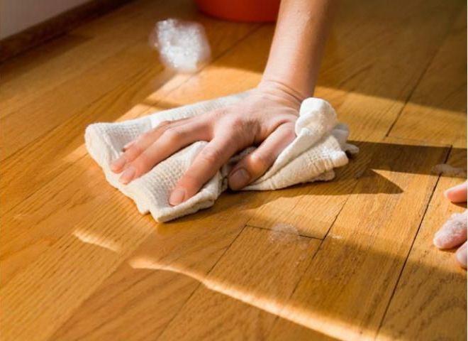 Мытье и чистка паркетного пола