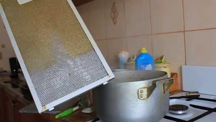 Кипячение фильтра от вытяжки по частям