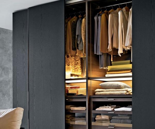 Один шкаф для всего гардероба
