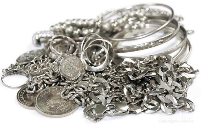 Различные предметы изготовленные из серебра