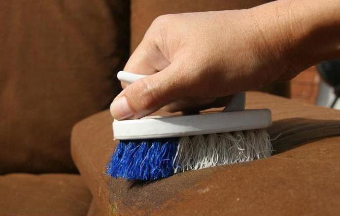 Как почистить мебель в домашних условиях без  60