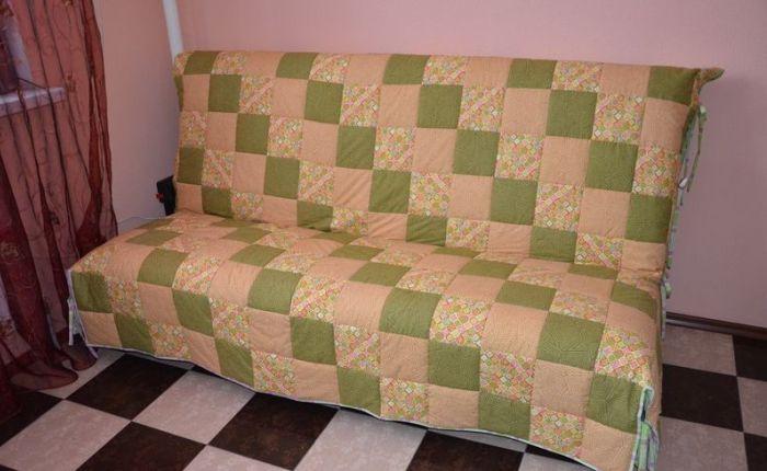 Оригинальный чехол на диване