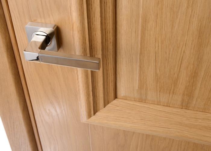 В каждом доме есть двери