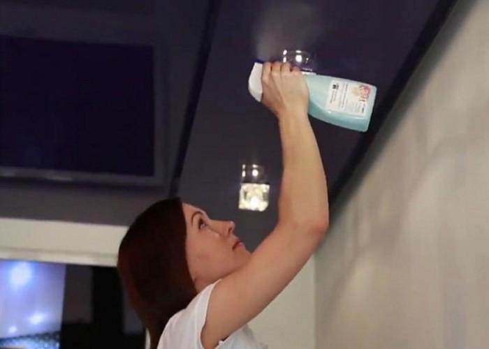 Мытье потолка спреем и тряпкой