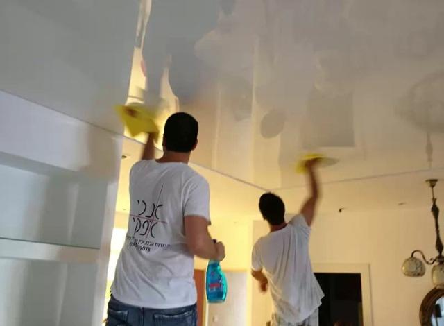 Глянцевый потолок требует более трепетного ухода