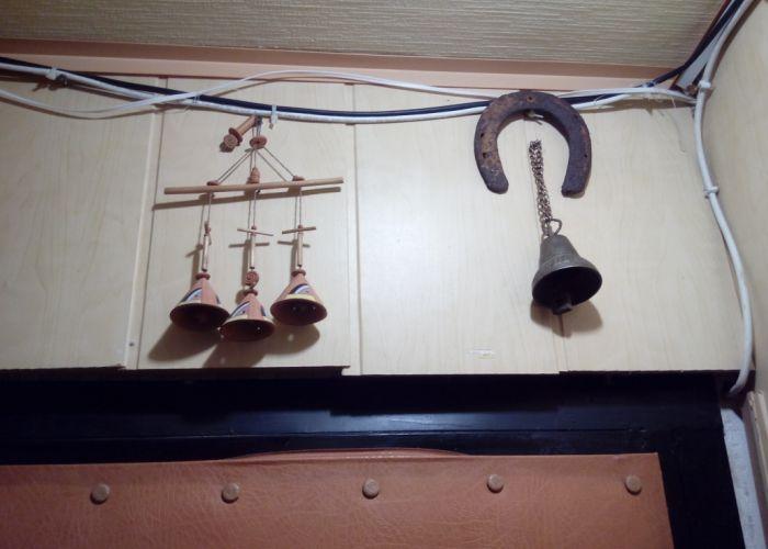 Амулеты над входной дверью в квартиру