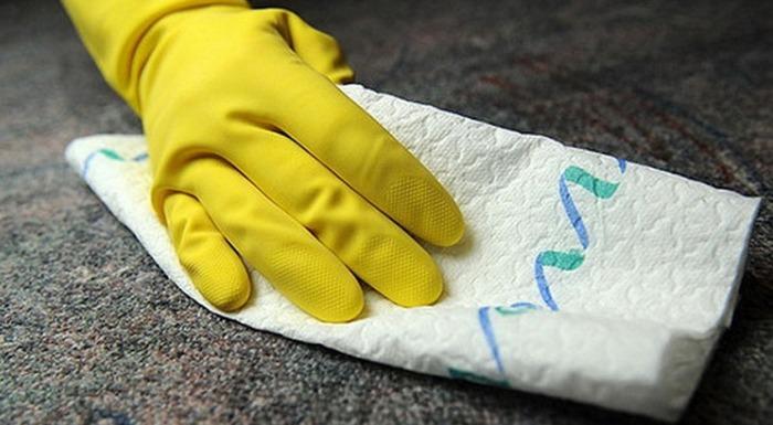 Работа с уксусом производится всегда в перчатках