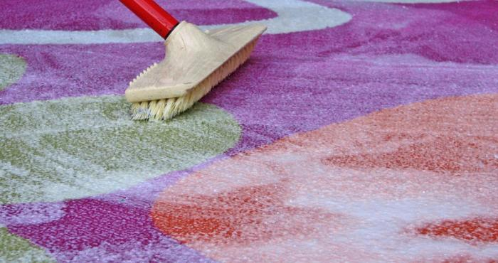 Использование моющего средства для ковров