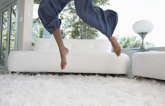 Босыми ногами по мягкому ковру
