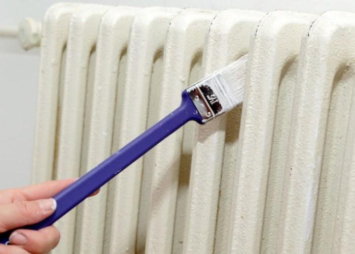 Длинная кисточка для окраски батарей