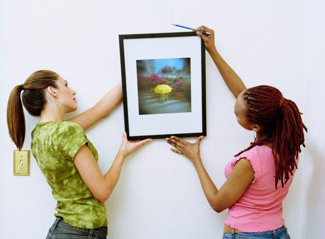 Как повесить картину
