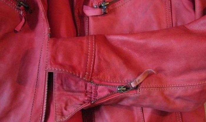 Красная куртка из кожзама