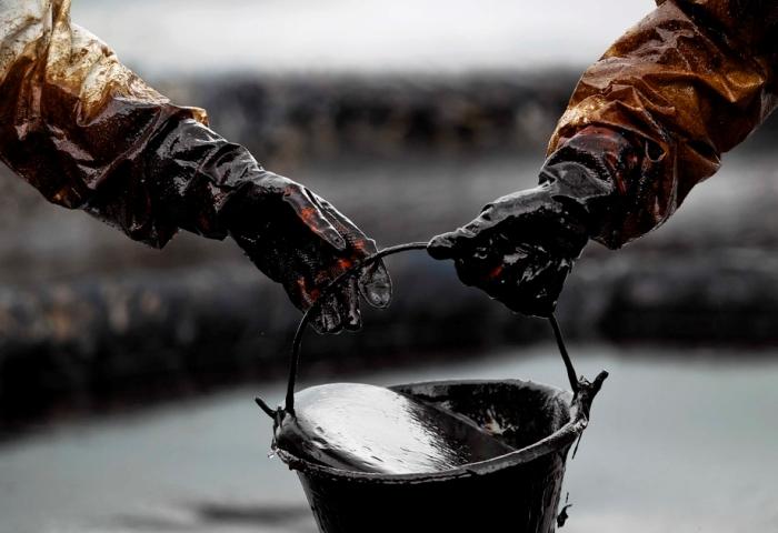 Грязная, но необходимая работа с нефтью