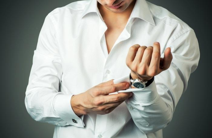 Мужская рубашка белого цвета с запонками