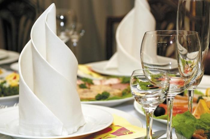 Использование салфеток для украшения стола