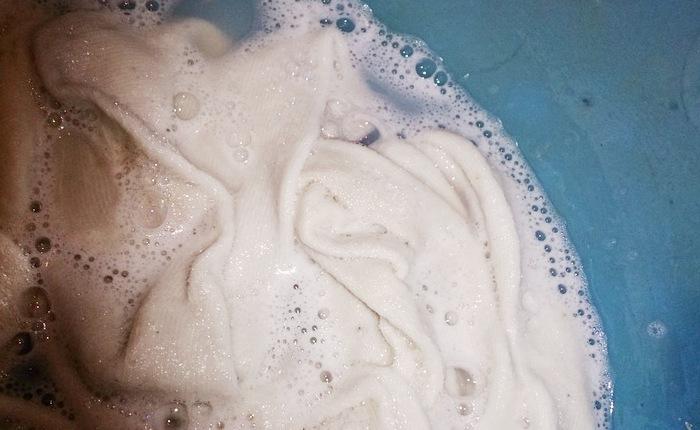 Вымачивание полотенец в средстве для мытья посуды