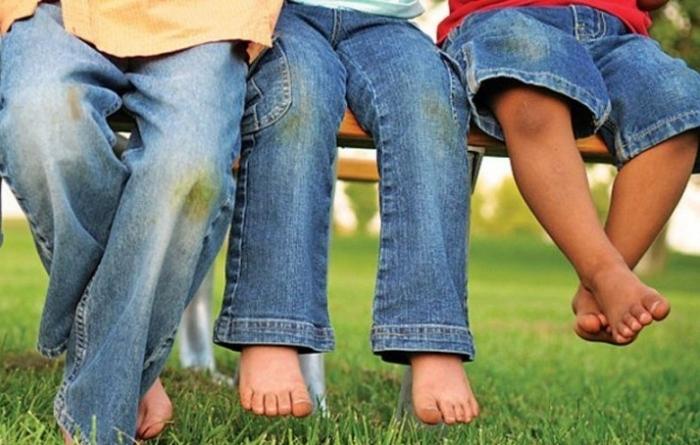 Семейные игры в траве