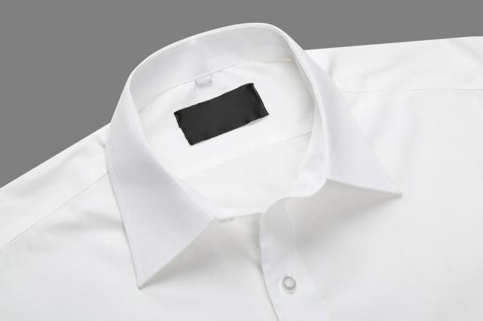 Свежая и чистая белая рубашка