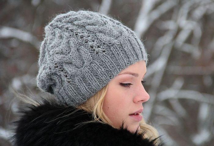 Теплая вязаная шапка на зиму